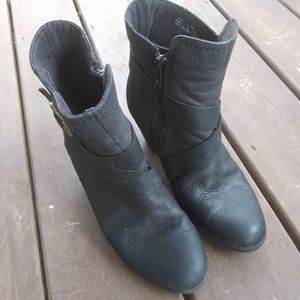 Clark black leather boots 7m